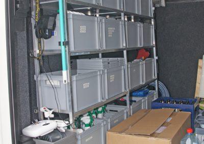 Regal mit gebohrten Nutenprofilstützen. Für hoe Belastung geeignet, die Rahmen werden starr mit den Stützen verbunden. Caravanausstatter Sippel - Carasip