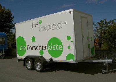 Für ein Schulprojekt in der Schweiz durften wir die Regalsysteme für zwei speziell ausgebauten Anhänger der Schweizer Forscherkiste liefern.