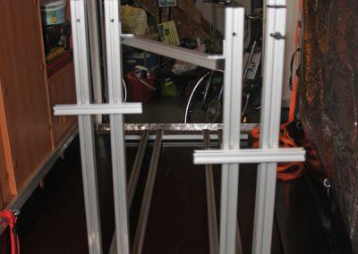 Pedi-Packer Fahrradträger, versetzte Version in einem Hymer Exsis. Die Türe auf der rechten Seite zum Gaskasten geht noch auf.