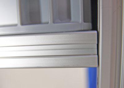 Nutenprofilrahmen die mit Innenwinkel gefertigt oder damit an Stützen befestigt werden finden Sie bei uns nicht.