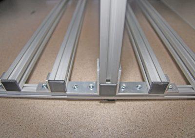 - schmaler Bodenträger mit 50cm Breite - die Winkel wurden innenliegend montiert.