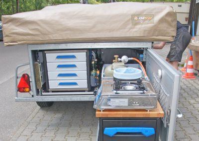 Anhänger Bodenauszug - Der Kunde hat bei uns die Teleskopschienen mit Bodenverankerung gekauft und seinen Hänger selber ausgebaut