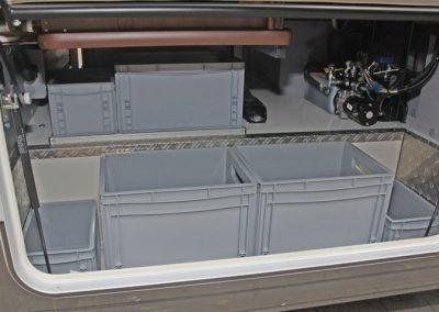 Kunststoffboxen in der Busklappe von einem Carthago