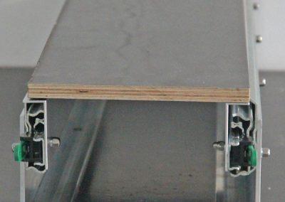 Heckgarage mit Auszug Bodenwinkel und montierter Siebdruckplatte
