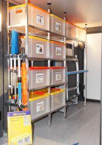 Morelo - Ausstellungsfahrzeug  Der IDEA-Cargo-Tower im Ausstellungsfahrzeug ist wie folgt bestückt.     1 Regal mit Platz für 10 Boxen* und im hinteren Bereich ein Camping-Tower-Anbau (*Seifert-Boxen, transparent mit Deckel)