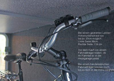 Bei einem gedrehten Lenker kommt eine Seite vom Lenker 10-20 cm höher.  Bitte vorher die Höhe mit eingestelltem Fahrrad und gedrehtem Lenker testen