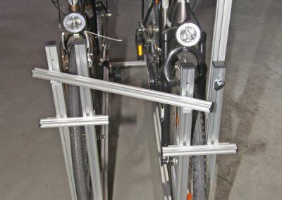 Pedi-Packer Versetzte Version. Die kurzen 20er Querprofile mit Winkel kann man dann montieren, wenn die Räder unterschiedlich hoch sind. z.B 26 und 28 Zoll Räder.