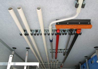 48cm lange Geräteleiste mit 9 Klemmen an der Decke