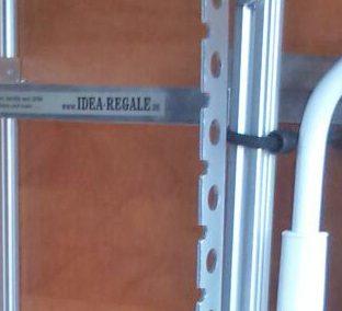 Dieses Nischeregal wurde von unserem Top-Händler OBEK in Otterstadt eingebaut. Am Regal wurde noch ein Kleiderlüfter montiert.