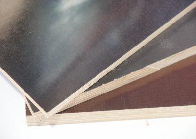 - zwei unterschiedlich strukturierte Oberflächen eine glatte