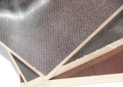 - zwei unterschiedlich strukturierte Oberflächen und eine raue Seite