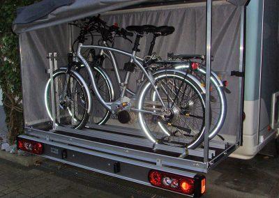 Sawiko-Box mit eingebautem Pedi-Packer. Für die Fahrrader gibt es dann noch eine Auffahrschiene zum leichten beladen.