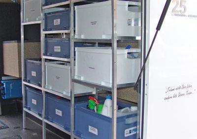 Regalsystem mit Kunststoffboxen vom Real-Markt