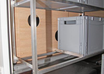 Die Grifflücken hinter den Boxen bleiben noch zugänglich