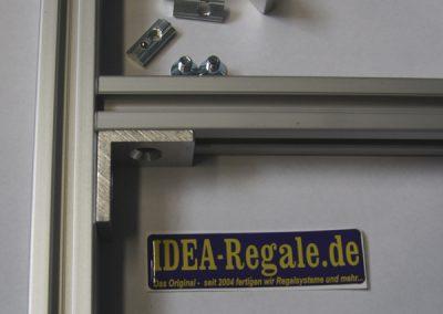 IDEA-Winkel zur Befsetigung von Profilen an der Stütze