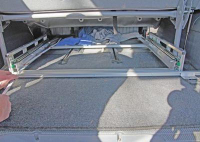 Auszugsystem VAN mit Befestigung an der Sitzschienenkonsole