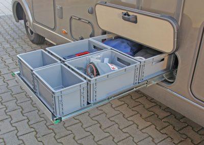 Auszugsbreite 72cm für die Einlage einer 63cm Siebdruckplatte. Hier wurden eine 60er Box, 2x 40x30er und 2x30x20er Piccoloboxen eingestellt. Höhe 17cm der Boxen