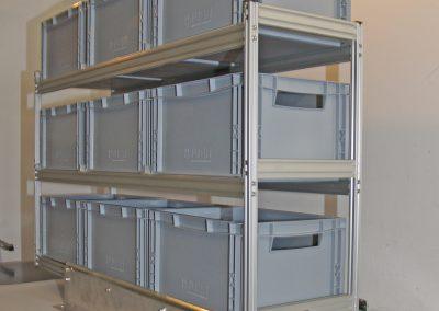In das Regal mit biegesteifer Verbindung passen insgesamt 9x Boxen der Größe 40x30x22cm.