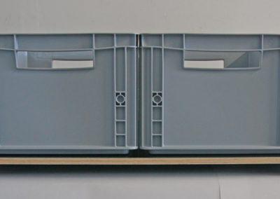 Die eingelegte und verschraubte Platte ergibt die Fläche für die Boxen