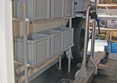 schmales Regal für die Piccoloboxen mit 20x30cm Der Fahrradauszug ist von einer Fremdfirma