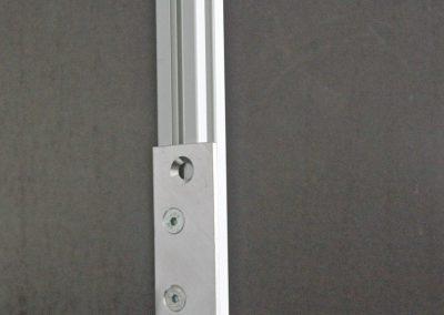 mit unseren Grad Winkel werden die Stützen an der Zurrleiste befestigt.