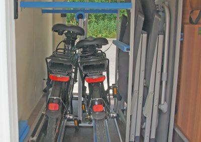 VCt Regal, Auflage für lange Gegenstände und Fahrradträger