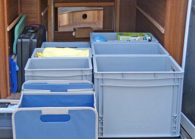 Durch die montierte Siebdruckplatte können auch andere Boxen oder Utensilien aufgestellt werden