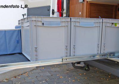 Siebdruckplatte mit aufgestellte Boxen